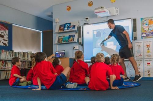 whole-class-male-teacher